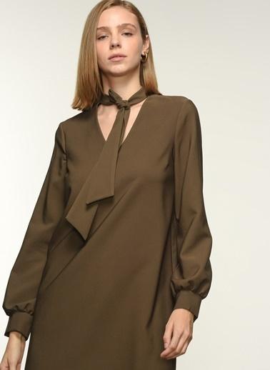 NGSTYLE Fular Detaylı Elbise Haki